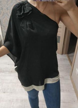 Красивая нарядная блуза на одно плечо