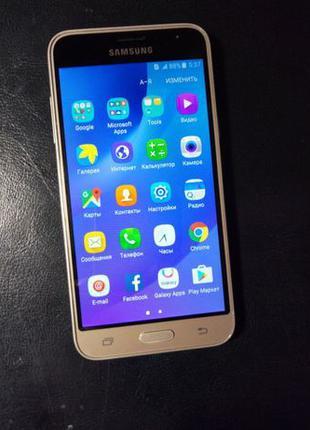 Телефон / смартфон Samsung J3