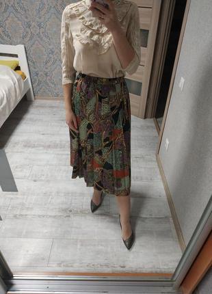 Актуальная стильная плиссированная юбка миди