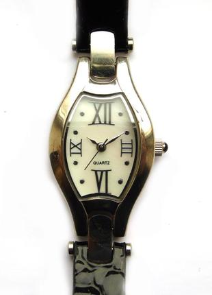 Часы из сша перламутровый циферблат и кожаный ремешок мех.japan