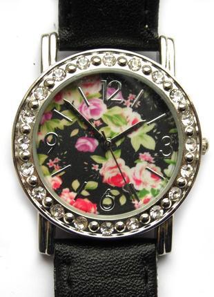Часы из сша с цветочным циферблатом и стразами