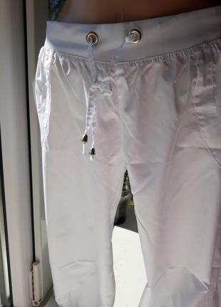Adidas легкие женские бриджи.