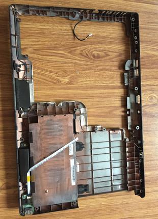 Задня часть ноутбука MSI ms-1682