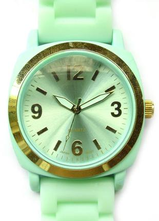 Часы из сша нежно-мятного цвета с силиконовым ремешком мех jap...