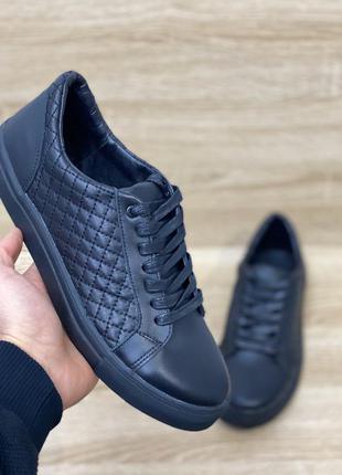 Повседневные натуральные кожаные кроссовки есть размеры