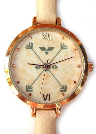 Francesca's часы с орнаментом на циферблата