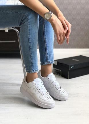 Белые женские кроссовки nike air force