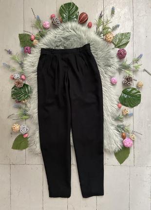 Актуальные винтажные шифоновые зауженные брюки на высокой поса...