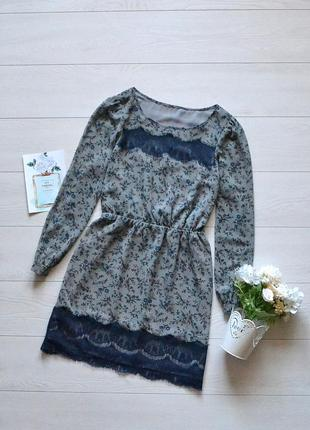 Красиве плаття в квіти з кружевом