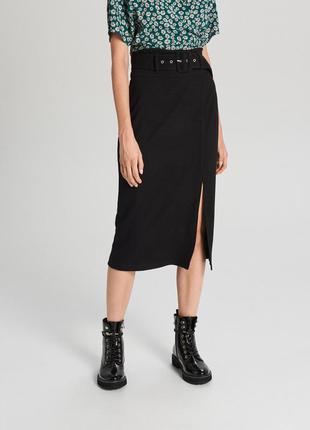 Стильная трикотажная юбка миди