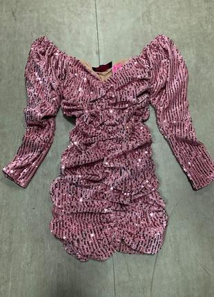 Платье спущенные плечи с пайетками