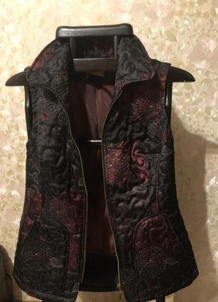 Модная, стильная жилетка на синтепоне. olifer