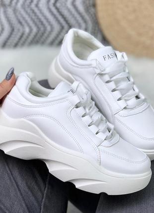 Белые кроссовки на массивной платформе,белые массивные кроссов...
