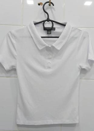 Базовая белая футболка в рубчик поло