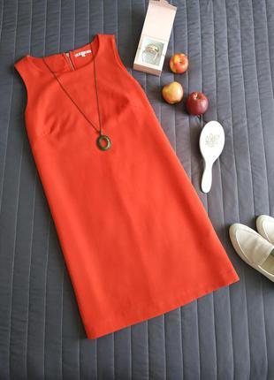 Красное платье свободного кроя, средней длины