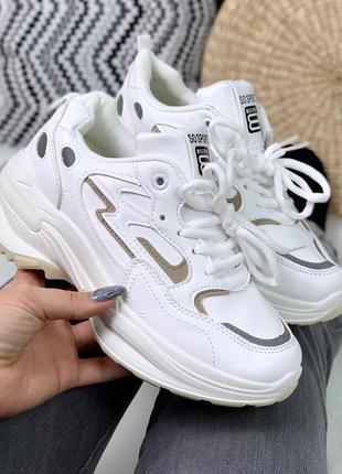 Белые спортивные кроссовки со светоотражателями,белые кроссовк...