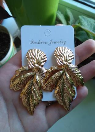Серьги листья лепестки золотистые стильные модные металлически...