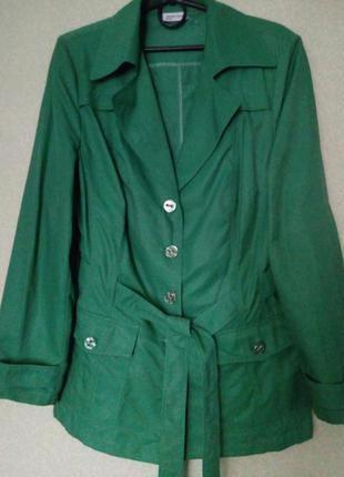 Яркая легкая куртка ветровка большого размера