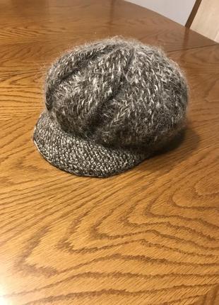 Стильна шапка-кепи
