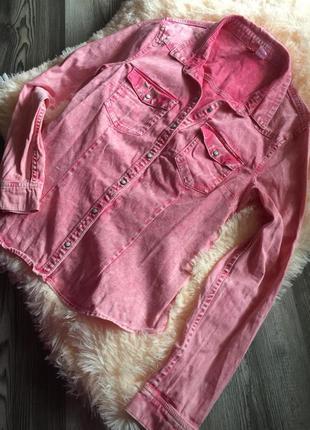 Рубашка из плотной ткани на заклёпках. джинсовка. розовая. нов...