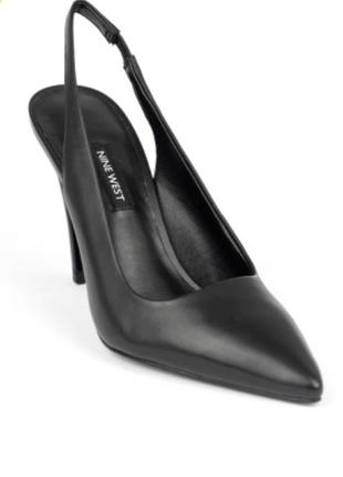 Натуральная кожа. туфли с острым носиком на шпильке чёрного цв...