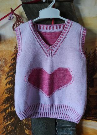 Вязаная жилетка жилет на девочку с сердцем 2-4 года
