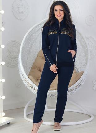 Женский костюм спортивного стиля украшенный стразами dmc