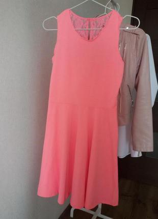 Платье с кружевом 146 / 152 см