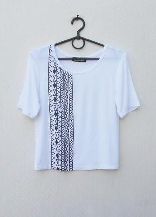 Белая летняя укороченная футболка топ