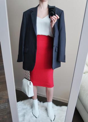 Трикотажная юбка карандаш из фактурной ткани / розовая юбка