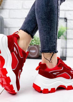Красные кроссовки новиночка