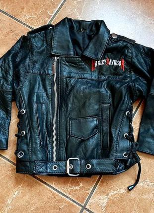 Стильная кожаная куртка-косуха для девочки.