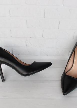 Черные туфли, лодочки 39, 41 размера на каблуке, шпильке