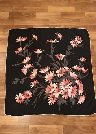 Платок в цветочный принт