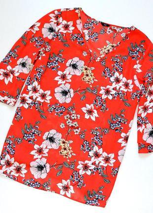 Очень красивая блуза  в цветочный принт с волнистыми рукавами
