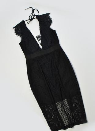 Черное облегающее платье кружевное с глубоким вырезом