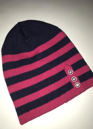 Яркая полосатая шапка