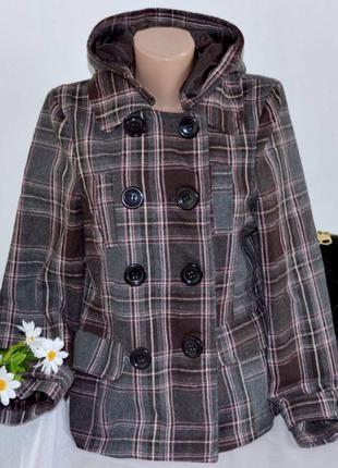 Брендовое демисезонное пальто полупальто с капюшоном и кармана...