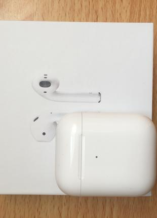 Airpods 2 with wireless changing case