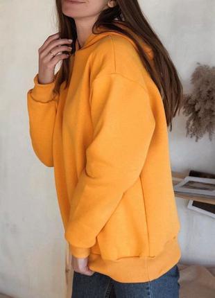 Оранжевое утепленное худи