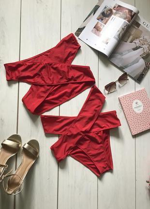 Красный купальник с высокой посадкой