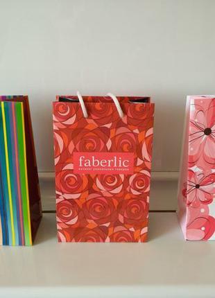 Подарочные бумажные пакеты Faberlic