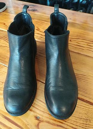 Весенние ботинки с резинками ботинки челси оригинал clarks