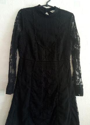 Маленькое черное платье кружевное