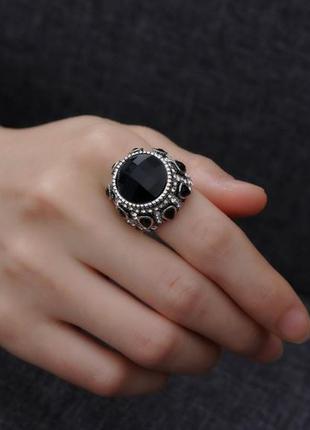 Шикарное большое кольцо в камнях и стразах