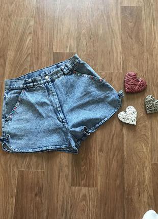 Стильные джинсовые шорты с высокой талией