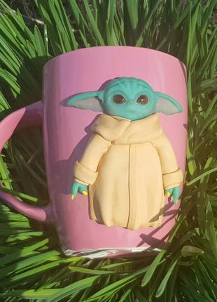Кружка беби Йода подарок чашка с декором ручной работы полимерная
