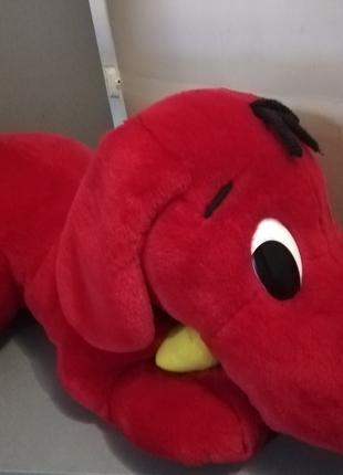 Симпатичная большая красная плюшевая собака Клиффорд 80 см лает.