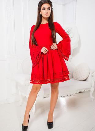 Женское платье. Размеры:42.