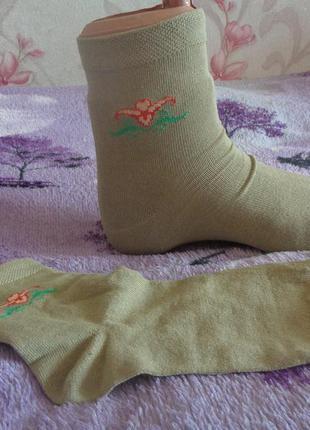 Женские демисезонные носки. хорошего качества. три цвета